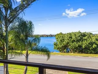 1/33 Bimbadeen Avenue Banora Point NSW 2486