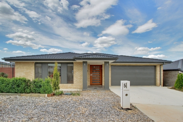 5 Ken Tribe Street, Coombs ACT 2611