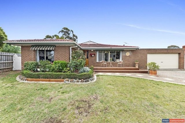 4 Lincoln Way, Melton West VIC 3337