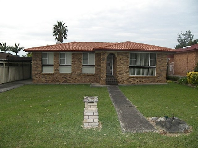 15 Ritchie Crescent, Horsley NSW 2530