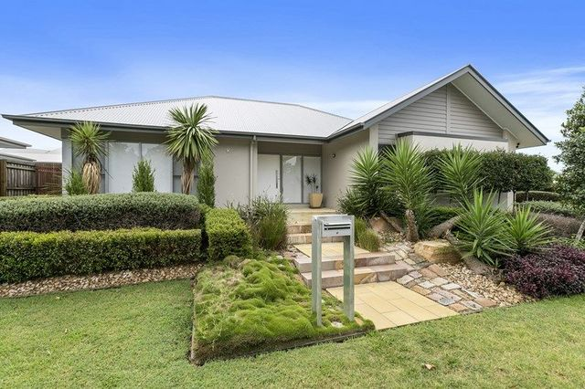 8 Thomson Place, Wakerley QLD 4154