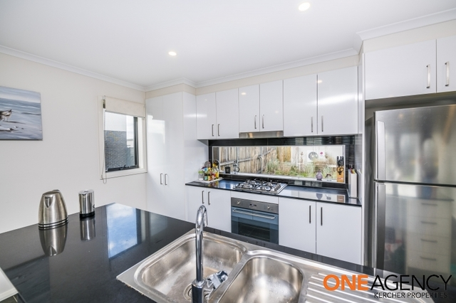 17 Finemore Street, Coombs ACT 2611