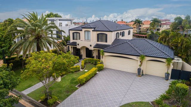 30 Istana View, Clear Island Waters QLD 4226