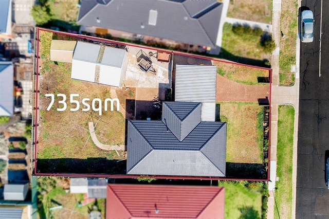 16 Chelmsford Way, Melton West VIC 3337