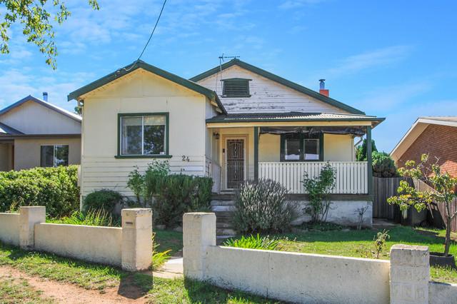 24 Bradley St, NSW 2630