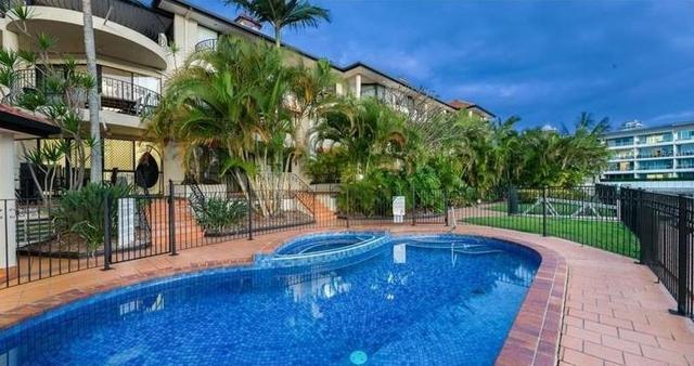 11/12 Canal Avenue, Runaway Bay QLD 4216