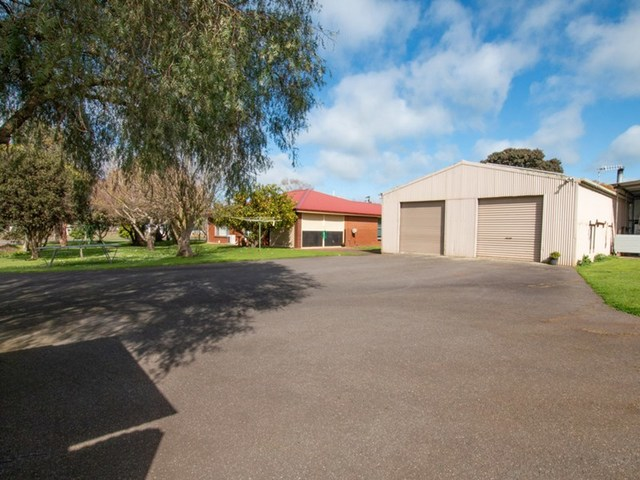 43 Mackinnons Bridge Road, Noorat VIC 3265