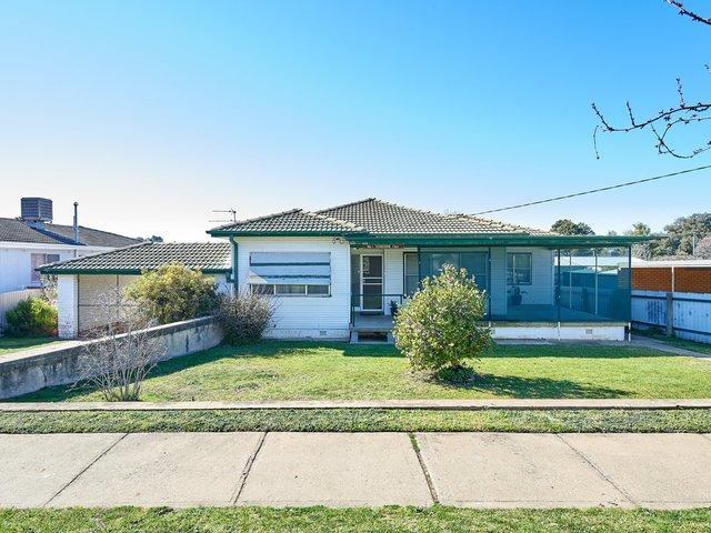 1 Tichborne Crescent, Kooringal NSW 2650