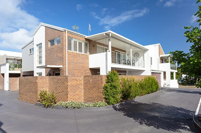 2/10 John  Street, Warners Bay NSW 2282