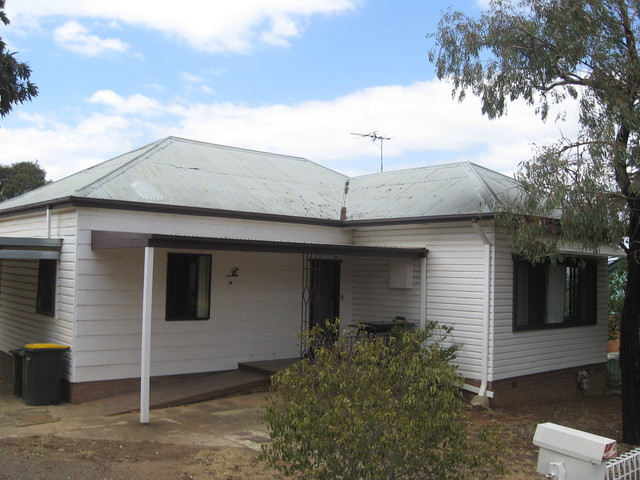 14 Lynch St, Young NSW 2594