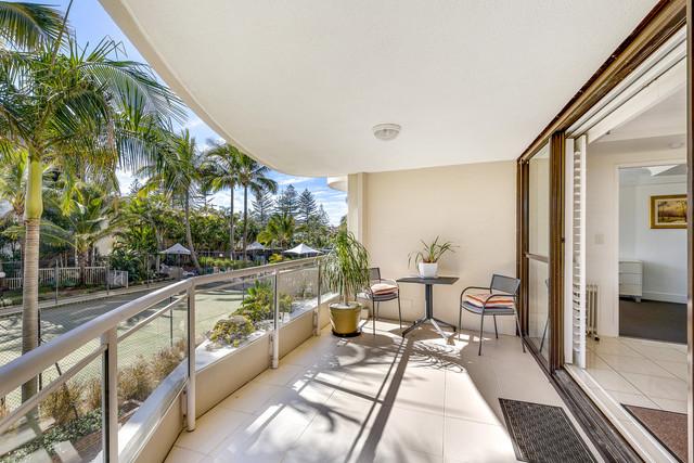 4/3 Cunningham Avenue, Main Beach QLD 4217