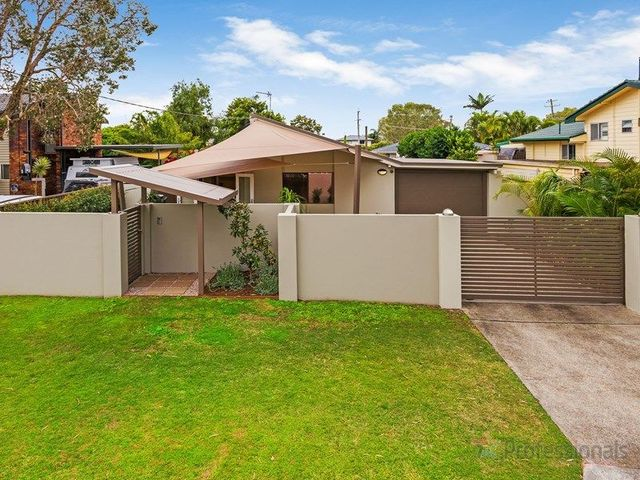 3 Plover Avenue, Paradise Point QLD 4216