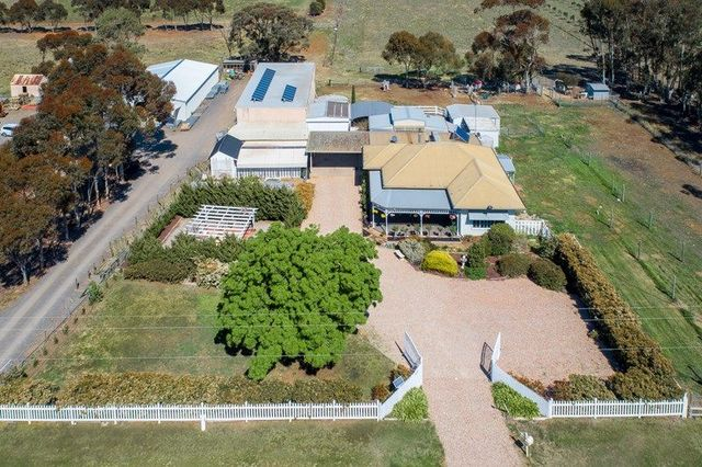 1335 -1359 Holden Road, Toolern Vale VIC 3337