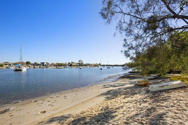 2/29 Mallard Avenue, Paradise Point QLD 4216
