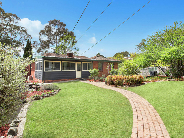 6 Phillips Place, Latham ACT 2615