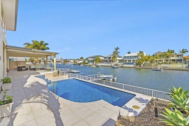 123 Sundance Way, Runaway Bay QLD 4216