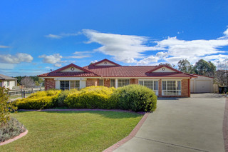 12 Oxley Crescent