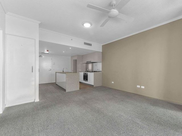 30206/2 Harbour Road, QLD 4007