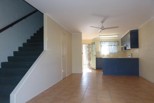 2/4 Wyndham Ave, Boyne Island QLD 4680