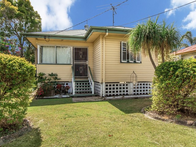 12 Cemetery Road, Ipswich QLD 4305