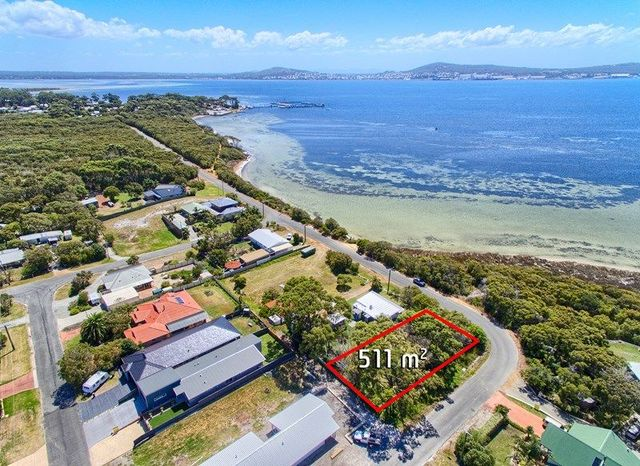 18 Harbour Esplanade, Little Grove WA 6330