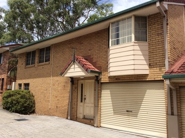 18/8-12 Quinn Street, Toowong QLD 4066