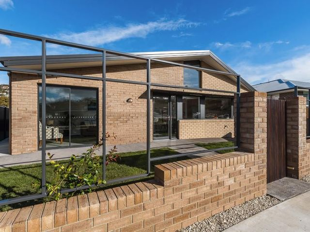 28A William Cooper Dr, New Town TAS 7008
