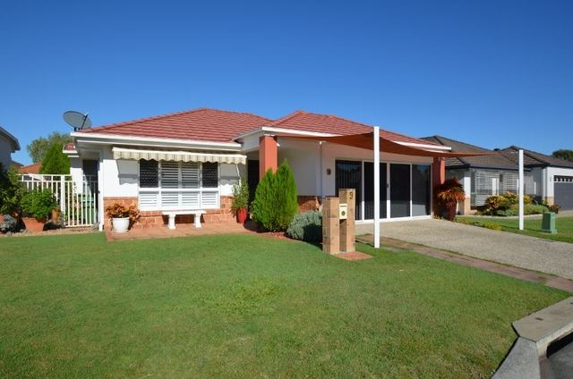 9 Leighanne Crescent, Arundel QLD 4214