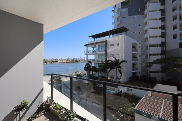 20208/37D Harbour Rd, QLD 4007
