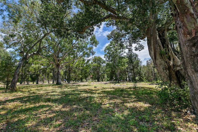 696 Beachmere Road, Beachmere QLD 4510