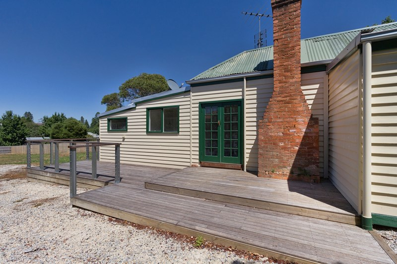 24 Brewster Street Woodend VIC 3442