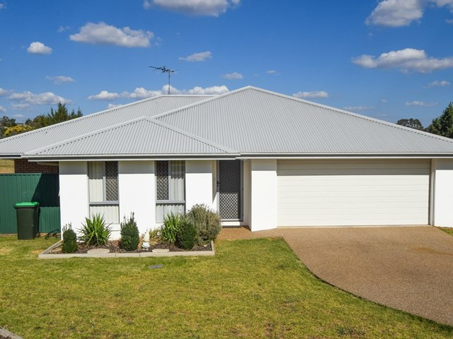 14 Molloy Place, Young NSW 2594