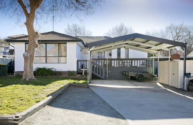97 Tharwa Road, Queanbeyan West NSW 2620