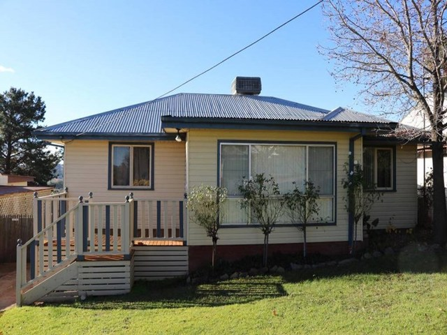 11 Clifton Street, Young NSW 2594