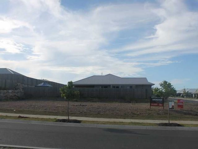 22 Clover Crescent, Boyne Island QLD 4680