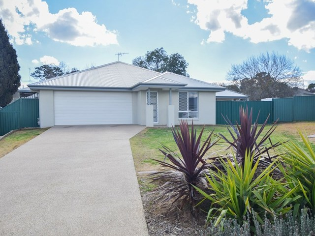 7 Molloy Place, Young NSW 2594