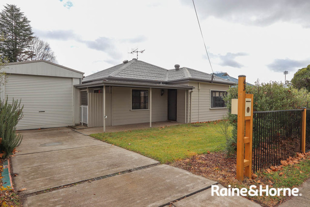 43 Seymour Street, Bathurst NSW 2795
