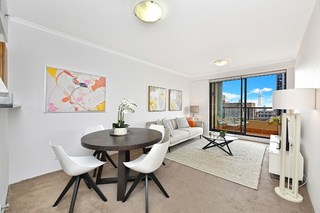 2704/1 Hosking Place
