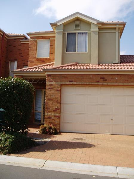 4 The Glades, Taylors Hill VIC 3037