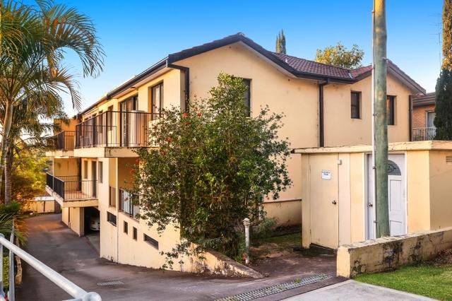 8/74 Faunce Street West, Gosford NSW 2250