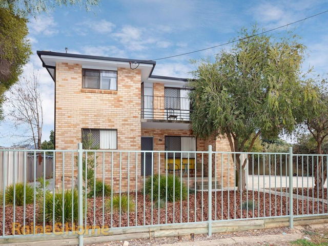 2/8 Edney Street, Kooringal NSW 2650