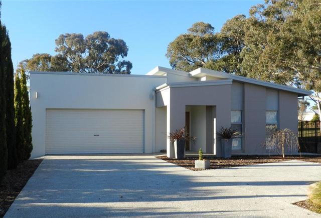 9 Burgess Place, Yass NSW 2582