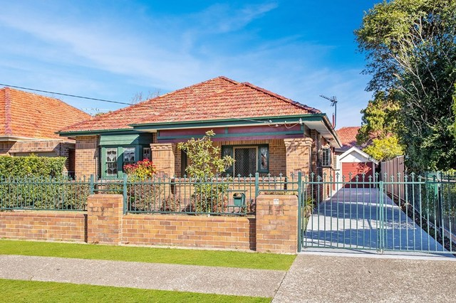 223 Parkway  Avenue, Hamilton South NSW 2303