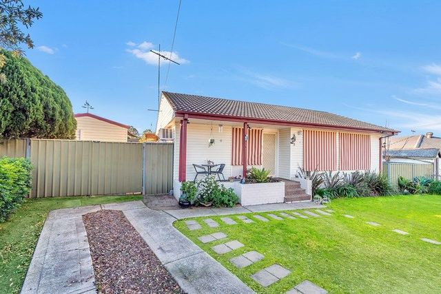 3 Humphreys Avenue, Casula NSW 2170