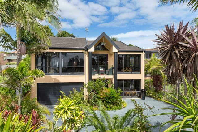 340 Beach Road, Batehaven NSW 2536