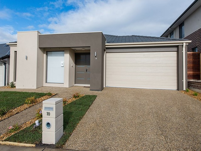 10 Wheelwright  Street, Clyde North VIC 3978