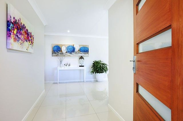5 Nicolson Court, Mermaid Waters QLD 4218