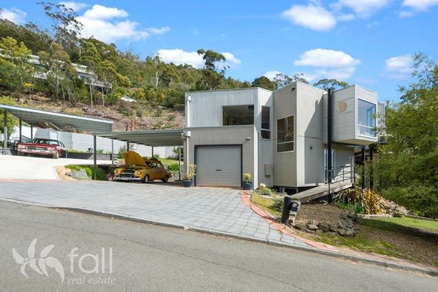 35 Gardenia Grove, Sandy Bay TAS 7005