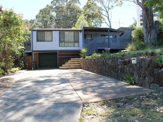 10 Tallawang Avenue, Malua Bay NSW 2536