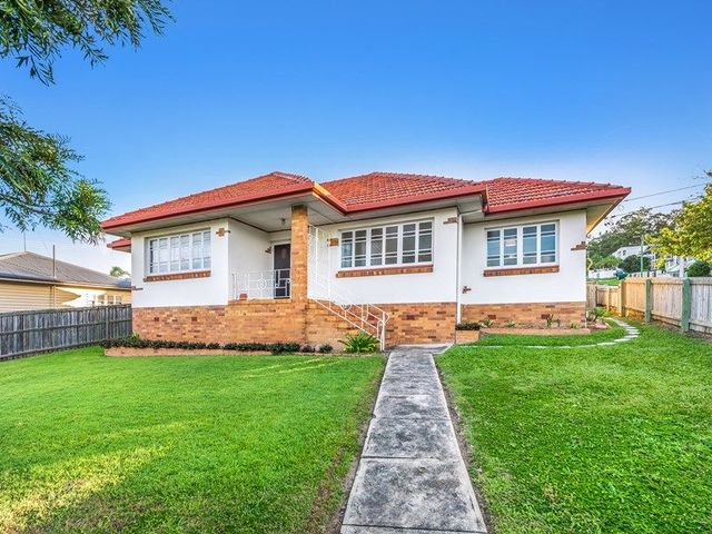 2 Hockings Street, Holland Park West QLD 4121